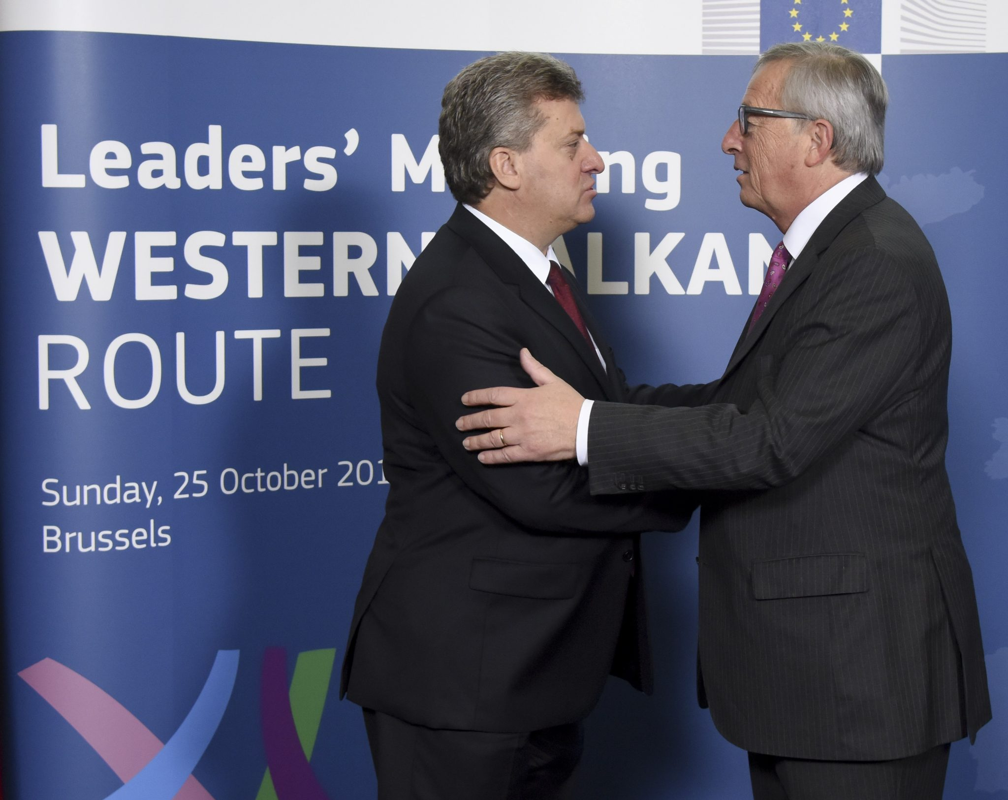 Greeting between Gjorge Ivanov, President of the former Yugoslav Republic of Macedonia, on the left, and Jean-Claude Juncker