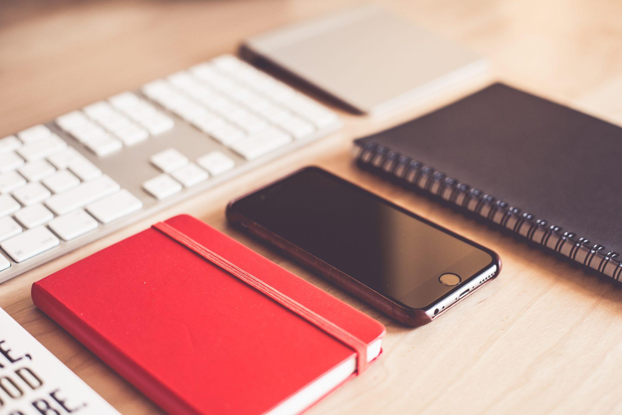 modern-graphic-designer-essentials-picjumbo-com